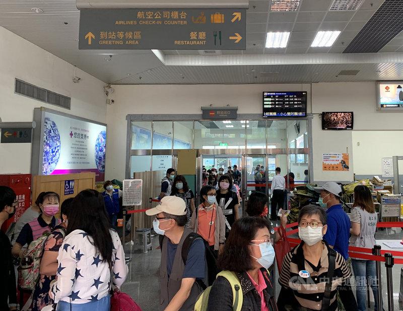 台灣武漢肺炎疫情升溫,馬祖觀光旅遊也受影響,截至14日各家旅宿退房率逾5成,還在持續增加;部分旅行社自主取消團體遊客,也有部分餐廳暫停營業。中央社記者邱筠攝  110年5月15日