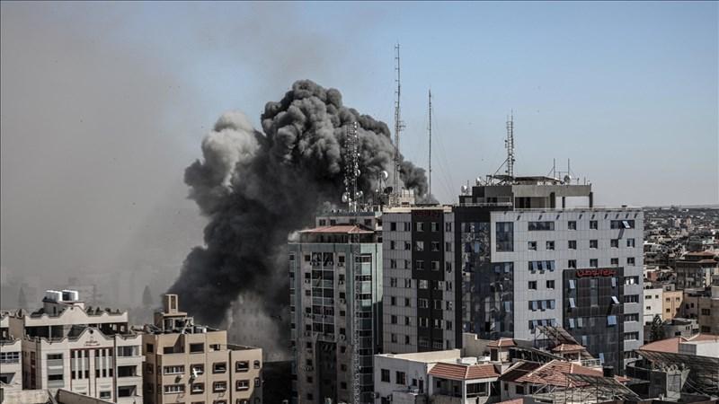 美聯社和半島電視台位於加薩走廊的辦公大樓15日遭以色列飛彈攻擊倒塌。(安納杜魯新聞社)