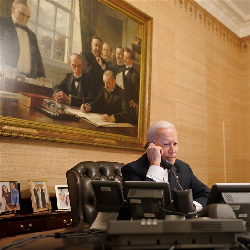 美國總統拜登(圖)15日與以色列總理尼坦雅胡通電話,對以色列和加薩間的暴力衝突加劇表達「嚴重關切」。(圖取自facebook.com/POTUS)