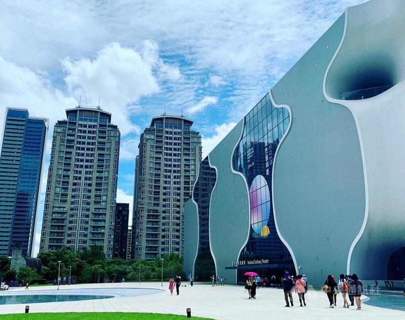 因應國內疫情變化,台中國家歌劇院宣布即日起到6月8 日將全面閉館,內部會維持行政正常運作,以因應未來服務能量的提升;歌劇院線上資料庫平台NTT Online仍持續運作。中央社記者趙靜瑜攝  110年5月16日