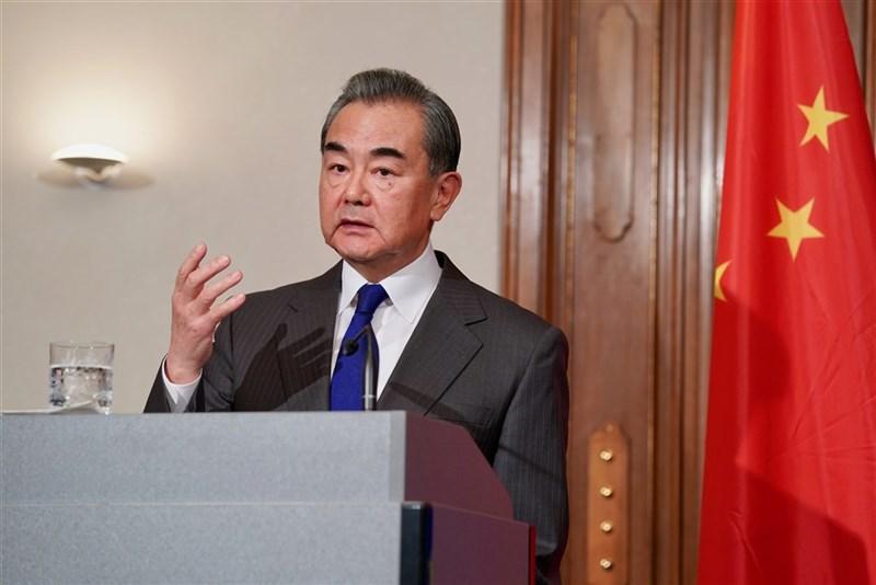 中國外交部宣布,中國國務委員兼外長王毅將於29日以視訊方式出席G20外長會議。(中新社)