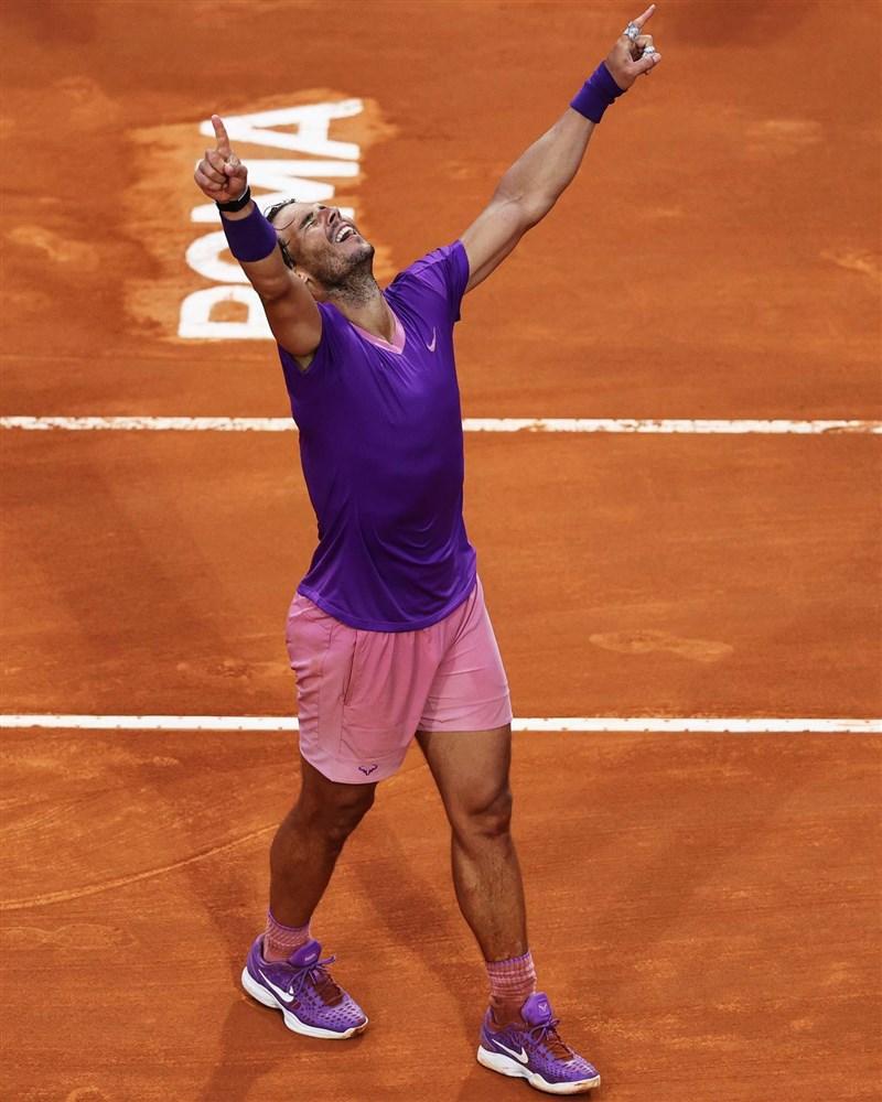 納達爾(圖)16日擊敗世界男單排名第一的喬科維奇,贏得個人生涯第10座義大利公開賽冠軍。(圖取自facebook.com/ATPTour)