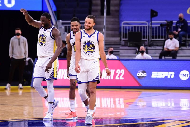 NBA例行賽16日結束,東、西區前8名底定,接下來將是去年因疫情而新創的「附加賽」登場。(圖取自twitter.com/NBA)