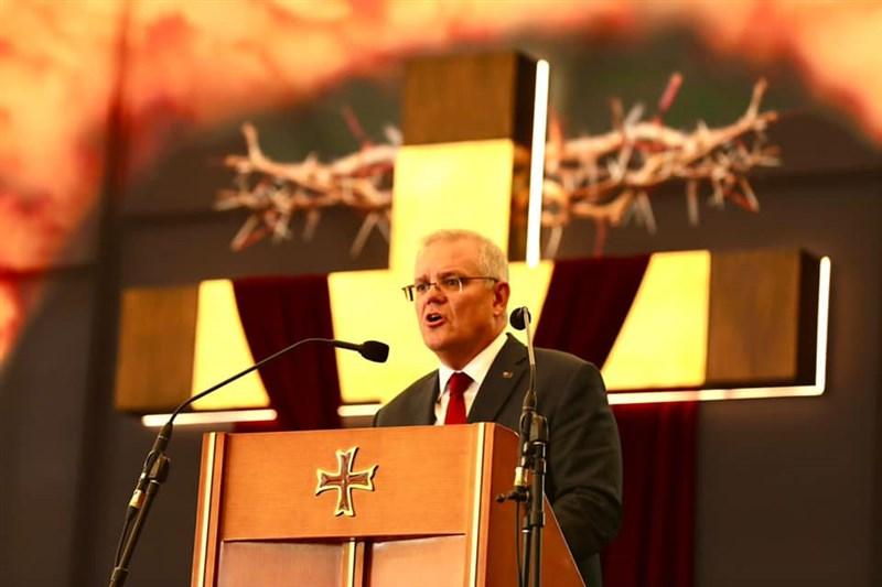 澳洲總理莫里森18日表示,當前全球疫情依舊嚴峻,仍有必要實施「堡壘澳洲」防疫禁令。(圖取自facebook.com/scottmorrison4cook)