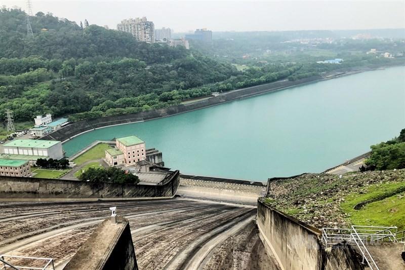 石門水庫蓄水量截至19日上午8時僅剩11.7%,桃園市長鄭文燦表示,桃園減量供水會到達20%,甚至進行二階供水。(中央社檔案照片)