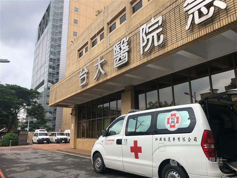 台大醫院有1名工務室員工昨天發燒,經採檢確診,目前採檢36人已有10人呈陽性。(中央社檔案照片)