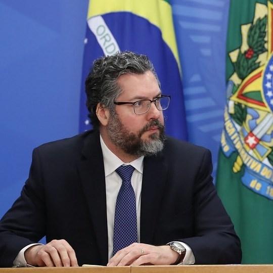 巴西前外交部長艾拉烏喬18日在國會武漢肺炎真相調查委員會聽證會上,否認在他任職期間做出反中言論。(圖取自instagram.com/ernesto.araujo.mre)