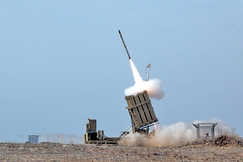 澳洲退役少將、現任新南威爾斯州參議員莫蘭指出,處於中國軍事威脅下的澳洲,需要建立類似以色列的「鐵穹」飛彈防禦系統。圖為以色列「鐵穹」飛彈防禦系統攔截火箭。(圖取自維基共享資源;作者anak anjing,CC BY-SA 3.0)