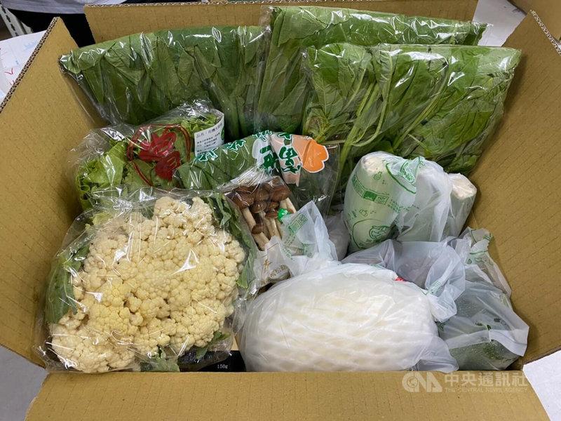 因應防疫,農委會國際處去年推出「台灣農產嘉年華」網購平台,合作電商無毒農表示,統計發現,不僅今年第一季疫情趨緩時客層規模持續成長,雙北市防疫警戒升為第三級後,蔬果魚肉等整體銷售更是成長2到3倍。(無毒農提供)中央社記者楊淑閔傳真  110年5月20日