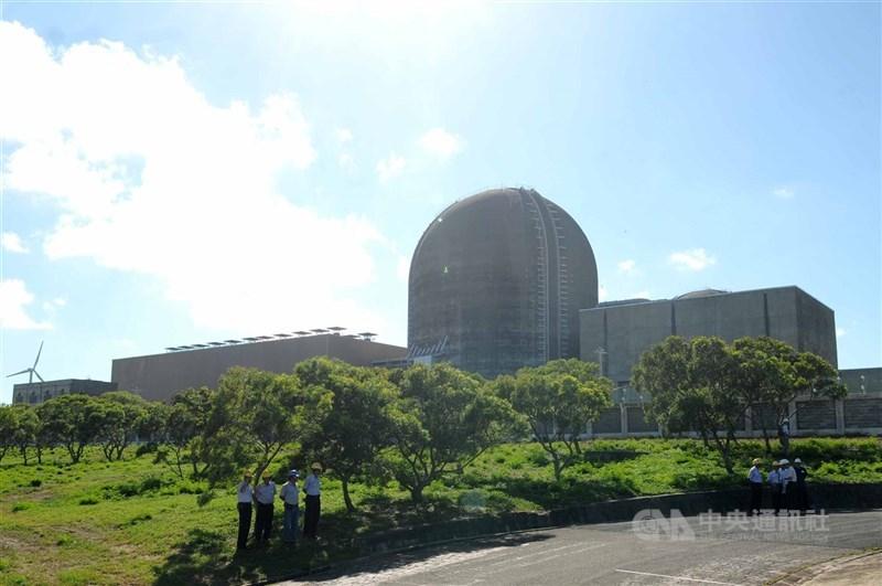 用電吃緊,台灣近期5天內發生2次停電,台電20日表示,核三廠(圖)1號機也通過原能會併聯申請,目前正逐步升載運轉。(中央社檔案照片)