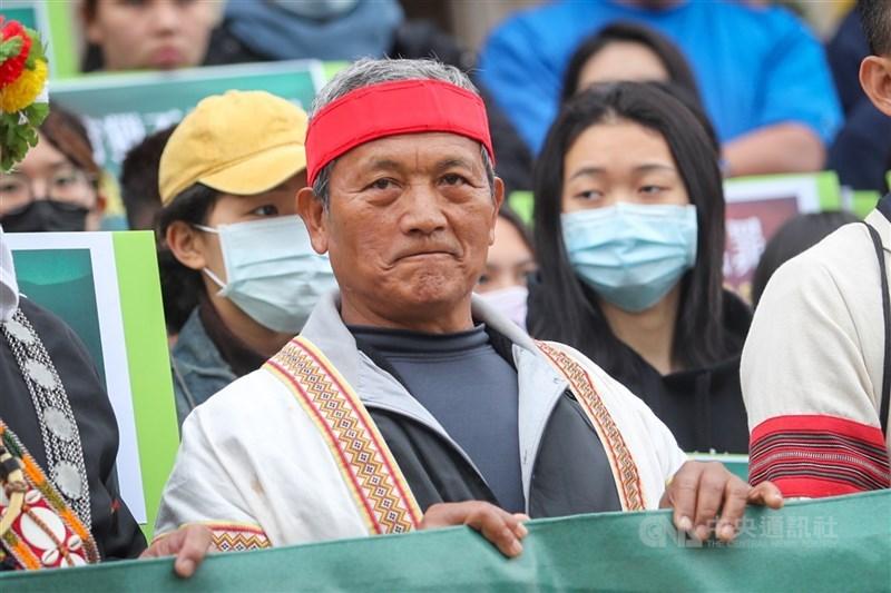總統府今天發出公告依據憲法及赦免法特赦王光祿(前)。(中央社檔案照片)