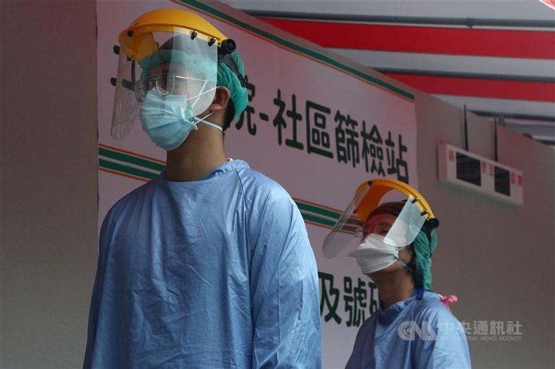 中央流行疫情指揮中心分析全台武漢肺炎熱區,副指揮官陳宗彥表示,高風險區會設置採檢站。(中央社檔案照片)