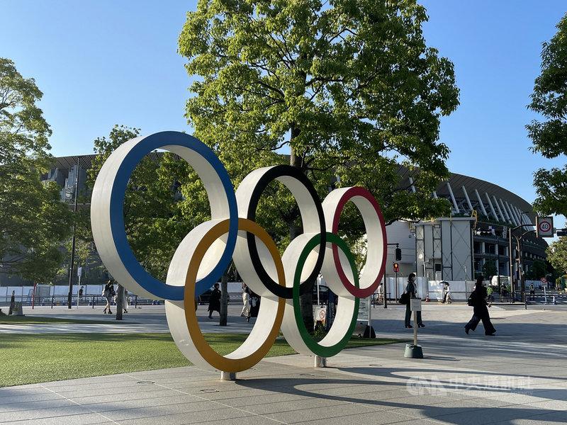 東京奧運開幕倒數61天,儘管民調顯示大多數日本民眾反對在新型冠狀病毒疫情蔓延下舉辦,但日本政府發言人加藤勝信23日在媒體發言顯示政府不改支持東奧舉辦的方針。中央社記者楊明珠東京攝  110年5月23日