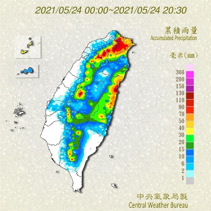 隨著鋒面逐步逼近台灣、對流雲系旺盛,24日午後各地出現短時強降雨。(圖取自中央氣象局網頁cwb.gov.tw)