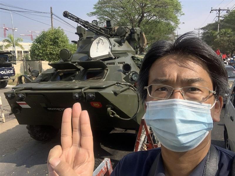 日籍記者北角裕樹兩度遭到軍政府逮捕,第二次甚至進了監獄。圖為北角裕樹在報導抗議政變現場。(北角裕樹提供)中央社記者呂欣憓曼谷傳真 110年5月25日
