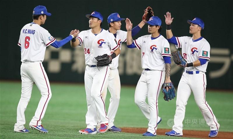因國內外疫情嚴峻,中華職棒25日宣布決議不組隊參加東京奧運棒球5搶1最終資格賽。圖為2019年世界12強棒球錦標賽中華隊交手澳洲隊。(中央社檔案照片)