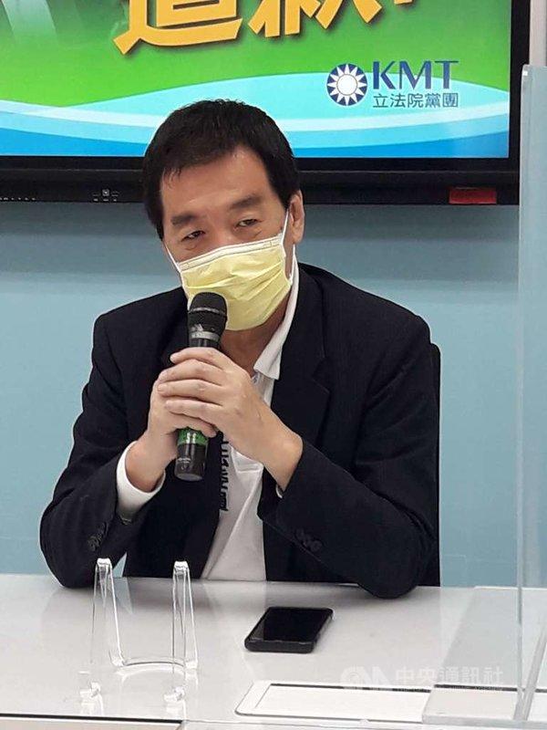 國民黨立法院黨團總召費鴻泰(圖)25日受訪表示,這會期將於31日結束,屆時疫苗採購調閱專案小組也就結束了,黨團會在下會期會要求繼續成立一個新的疫苗調閱小組,並希望疫苗調閱小組提早運作。中央社記者范正祥攝 110年5月25日