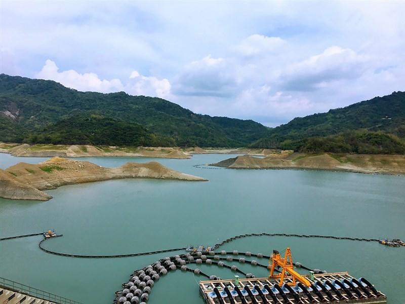 氣象局26日表示,台南、高雄等9縣市中午前後防36度以上高溫。圖為南化水庫。(台灣自來水公司第六區管理處提供)