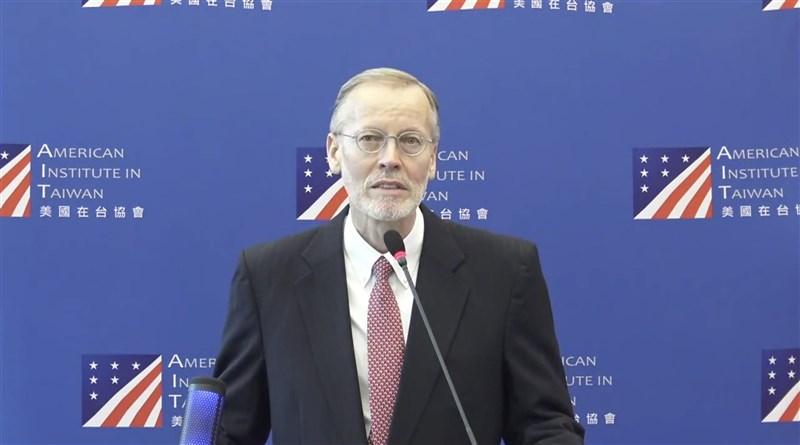 美國預定6月底前將釋出疫苗到海外,台灣是否為接收國及何時能取得,引發關注。AIT處長酈英傑5月26日表示,美國派送標準需考量多項因素,將繼續與台灣密切討論。(圖取自facebook.com/AIT.Social.Media)