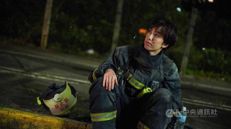 演員陳庭妮在職人劇「火神的眼淚」中飾演女消防員,表現亮眼,戲外也特別考取初級救護技術員(EMT-1)證照。(公共電視、myVideo提供)中央社記者葉冠吟傳真 110年5月27日