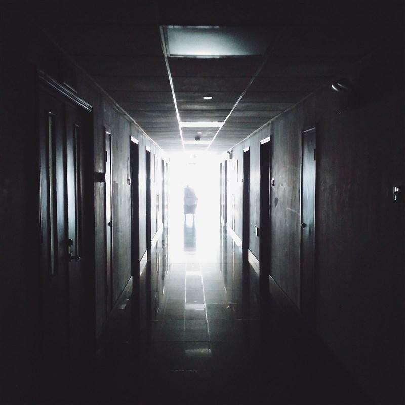 基隆市長林右昌29日指出,基隆首次出現武漢肺炎死亡案例,分別為2名70多歲老翁,都在28日身亡。(示意圖/圖取自Pixabay圖庫)