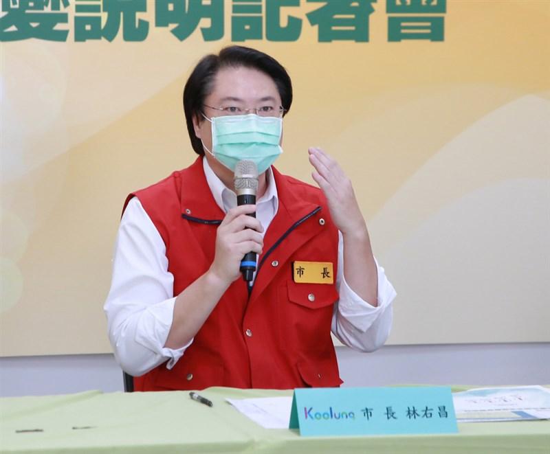 基隆市長林右昌30日下午在線上記者會表示,若真的要進入四級警戒,應擔心如何啟動,若啟動時機有時間差,會爆發台北市、新北市市民的逃亡潮,所有車輛會塞在高速公路,對台灣只會是災難。(基隆市政府提供)中央社記者王朝鈺傳真 110年5月30日