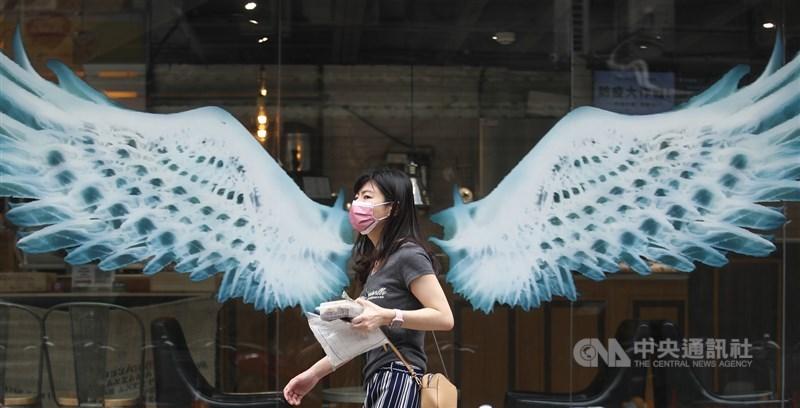 國際信評惠譽認為,雖然台灣本土疫情升溫,但對經濟的衝擊在可控範圍。(中央社檔案照片)