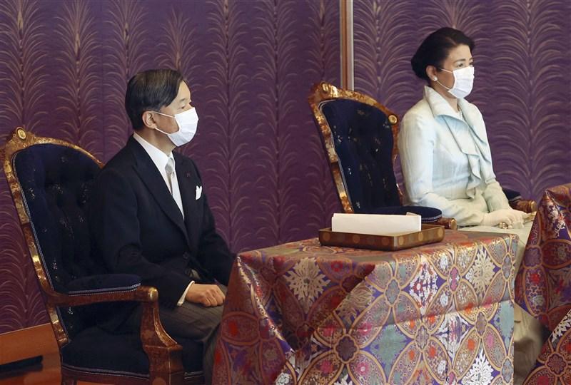 日本先前已開放64歲以下民眾打疫苗,不過符合接種年齡資格的日皇德仁(左)與皇后雅子(右)仍然還沒施打,宮內廳表示將視國民接種疫苗情況再做安排。(共同社)