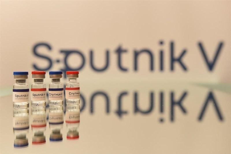 俄羅斯一再宣稱「衛星-V」新型冠狀病毒疫苗獲各國採用,不過由於產能不足,且連俄羅斯民眾都質疑安全性,讓莫斯科的疫苗出師不利。(圖取自twitter.com/sputnikvaccine)