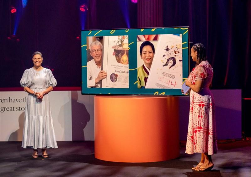 瑞典林格倫兒童文學獎5月31日舉行線上頒獎典禮,頒獎給去年與今年的得主-來自韓國的童書作家白希娜及法國兒童、青少年文學作家尚克勞.穆勒法。(圖取自alma.se)