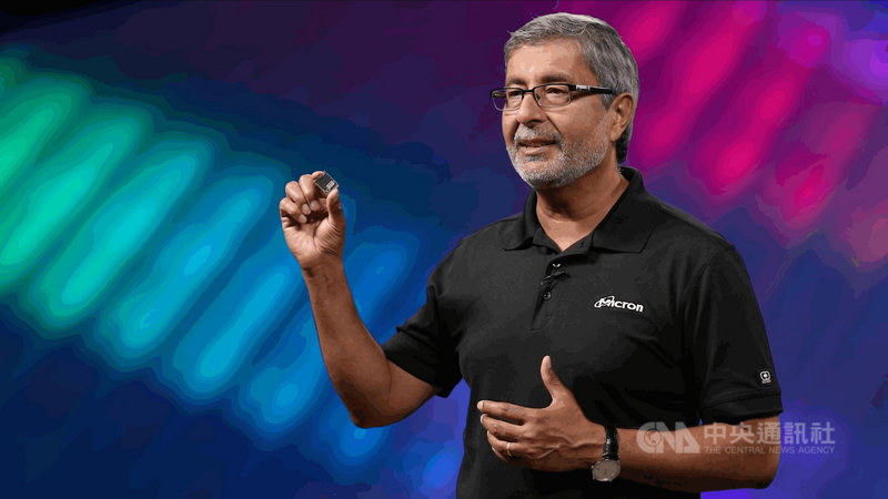 美光總裁暨執行長梅羅特拉(Sanjay Mehrotra)2日應邀在台北國際電腦展線上演說,分享對運算創新的展望。他宣布,美光採用176層儲存型快閃記憶體(NAND Flash)的固態硬碟已量產出貨。(美光提供)中央社記者張建中傳真 110年6月2日