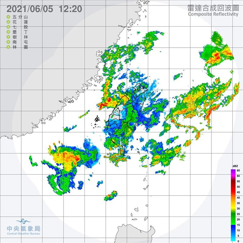 中央氣象局5日上午啟動今年首次大規模或較劇烈豪雨作業,兩度發布中南部大雨及豪雨特報,提醒中南部9縣市應防強降雨。(圖取自中央氣象局網頁cwb.gov.tw)