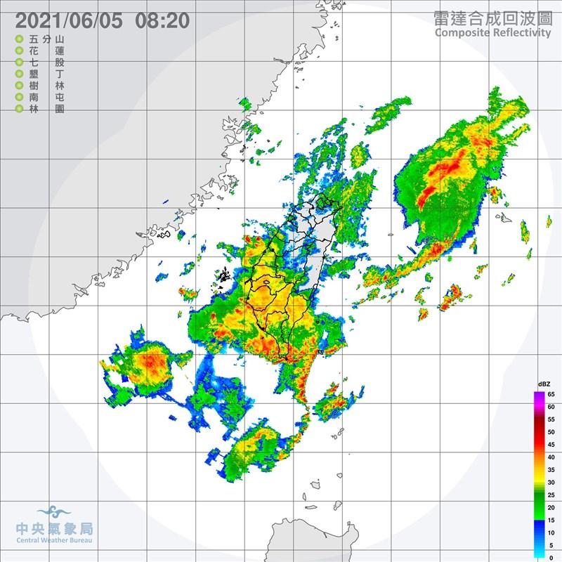 中央氣象局指出,西半部及東北部5日容易出現短時強降雨並有普遍性的大雨或豪雨,尤其南部山區有局部大豪雨發生機率。(圖取自中央氣象局網頁cwb.gov.tw)