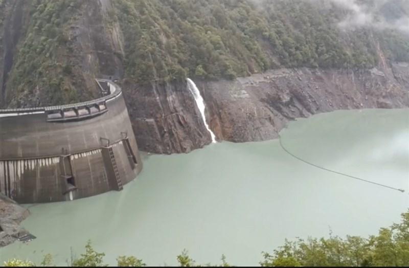 梅雨鋒面及彩雲颱風近日為台灣帶來1.9億噸雨量,苗栗、台中、北彰化地區分區供水警報解除;「旱象指標」德基水庫蓄水率回升至10%。(民眾提供)中央社記者趙麗妍傳真 110年6月6日