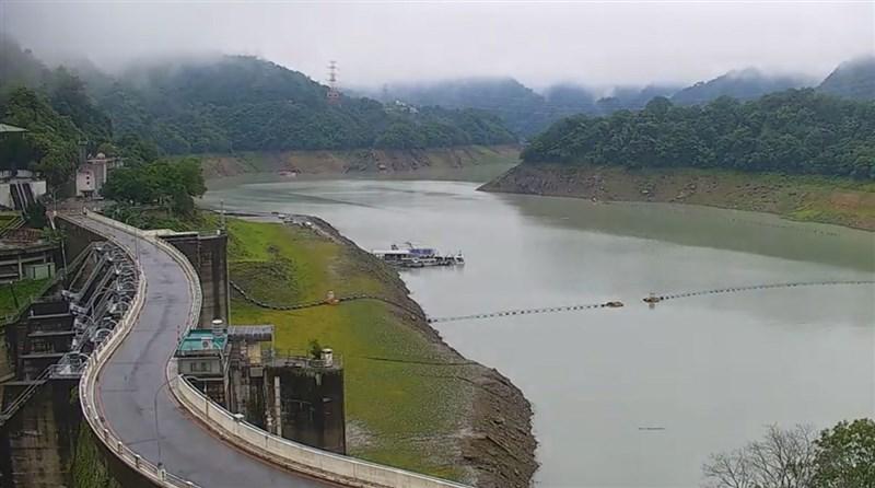 根據經濟部水利署資料顯示,截至6日下午5時,石門水庫水位來到217.46公尺,有效蓄水量為4641.85萬噸,蓄水率為22.9%,但北水局副局長郭耀程仍呼籲,民眾還是要持續節約用水。(北水局提供)中央社記者吳睿騏桃園傳真 110年6月6日