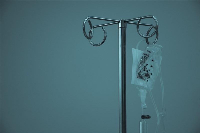 疫情指揮中心指揮官陳時中11日宣布,近期已採購單株抗體藥物,以降低個案轉為重症需住院的風險,協助紓解醫療量能,預計最近就會到貨。(示意圖/圖取自Unsplash圖庫)