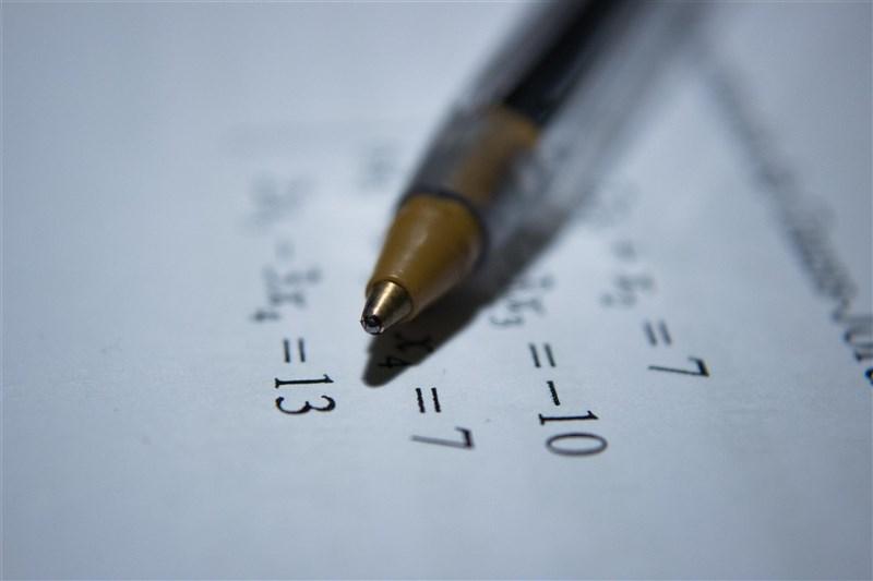 國中教育會考補考6日中午結束,下午2時公布各科試題及參考答案,會考正式考試、補考的成績單將於6月11日一同寄發。(示意圖/圖取自Unsplash圖庫)