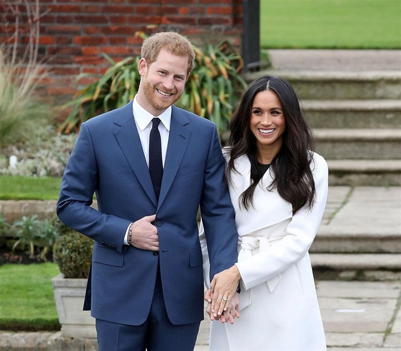 英國薩塞克斯公爵夫人梅根(右)誕下第2胎為女生,取名莉莉貝。(圖取自instagram.com/meghanmarkle_official)