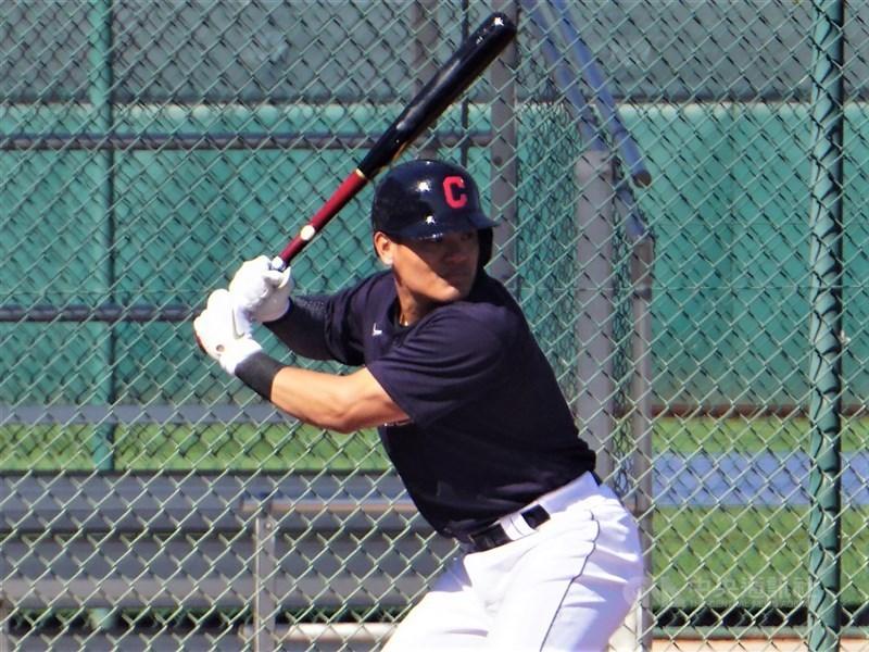 效力美國職棒大聯盟克里夫蘭印地安人隊的張育成6日4打數敲出一支二壘安打,連5場有安打。(中央社檔案照片)