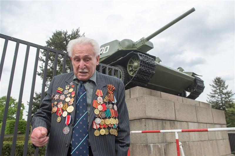 二戰時奧斯威辛集中營有如人間煉獄,曾參與解放行動的最後一名在世軍人杜西曼(圖)5日辭世。(美聯社)