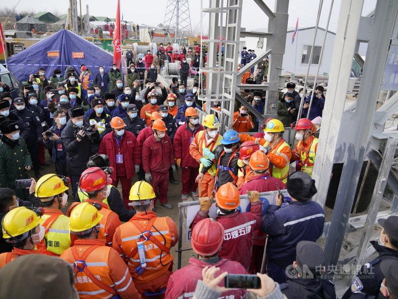 過去一年,中國發生數起礦災,超過60人喪生。圖為1月份山東笏山礦災救援現場。事故造成10人死亡、1人失蹤。(中新社提供)中央社 110年6月8日