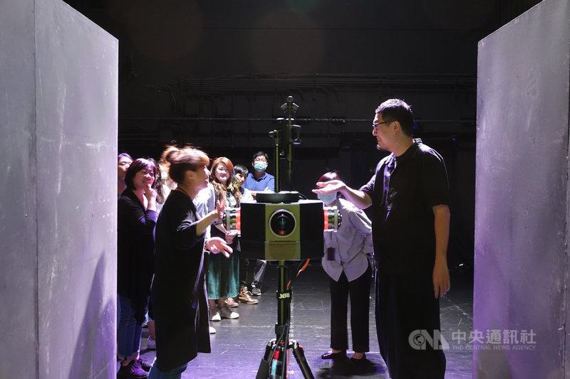 台北國家兩廳院2020年打造「萬花鏡」5G示範場,演出涵蓋許多先進科技設備,希望能讓劇場跟科技有更多連結,今年則將主動對外徵案,希望有更多創意。(兩廳院提供)中央社記者趙靜瑜傳真  110年6月8日