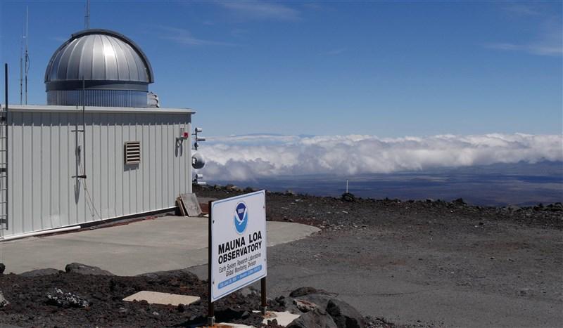 美國政府機構說,夏威夷大氣研究站(圖)記錄到63年前採用精確測量以來,最高的二氧化碳濃度,此一溫室氣體濃度上升,即便封城高峰時也不見下降。(圖取自美國國家海洋暨大氣總署網頁research.noaa.gov)