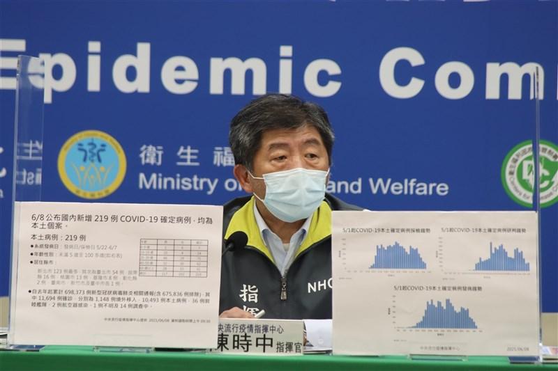 中研院士陳培哲日前質疑國產疫苗全採用蛋白質次單位疫苗決策錯誤,指揮中心指揮官陳時中(圖)8日表示,「因為我們那時沒能力」。(指揮中心提供)