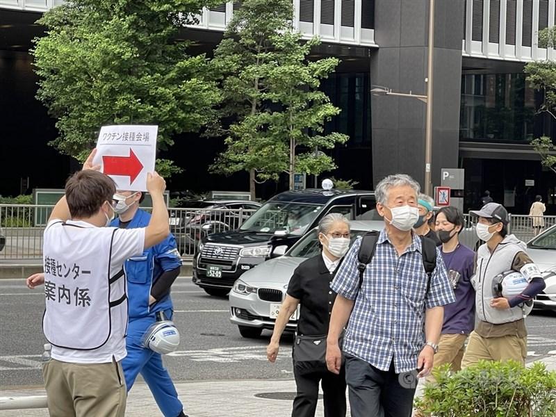 日本政府為加速境內2019冠狀病毒疾病(COVID-19)施打進度,在東京都及大阪府各開設一處大規模疫苗接種中心,由自衛隊負責相關工作。圖為東京會場。中央社記者楊明珠東京攝 110年5月24日