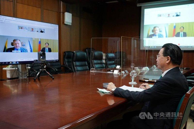 外交部長吳釗燮9日應捷克智庫邀請,視訊參與戰略溝通高峰會。他強調,台灣永遠是國際民主社群最值得信賴的夥伴。(外交部提供)中央社記者游凱翔傳真  110年6月9日