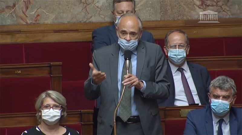 法國國民議會友台小組副主席高第耶(前中)7日再度為台灣參與世衛在院會要求政府表態。(圖取自法國國民議會網頁www.assemblee-nationale.fr)