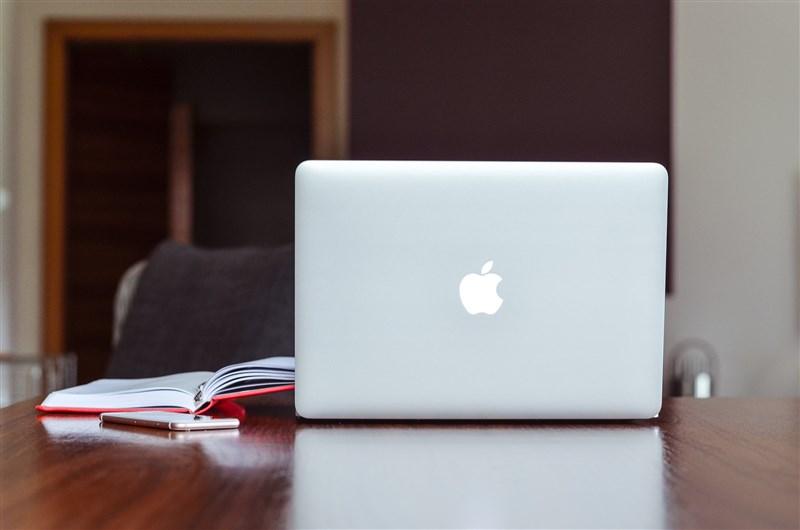 蘋果公司計畫9月起讓員工部分時間重返辦公室工作,但這項混合工作模式計畫面臨員工抗拒。(示意圖/圖取自Pixabay圖庫)