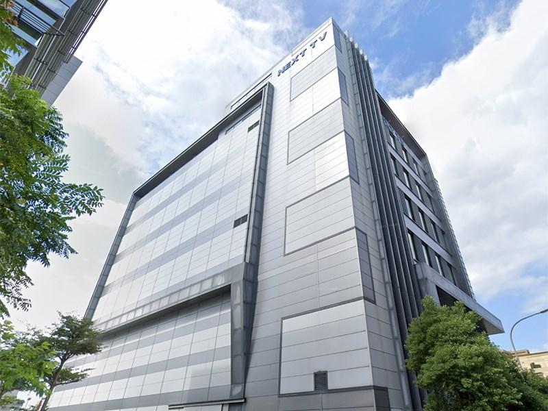 台北市內湖區壹電視大樓7日早上發現一名攝影師猝死廁所,死者8日證實確診。(圖取自Google地圖網頁google.com/maps)