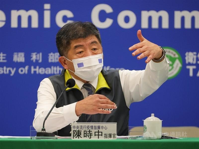 好心肝診所被爆料為千名「志工」施打疫苗,指揮中心指揮官陳中10日說,經內部討論,決定不以減配縣市疫苗做為處罰手段。(中央社檔案照片)